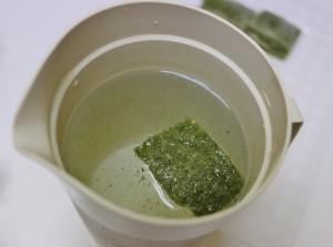5-60度のお湯1リットルに1かけらの凍ったワサビを入れる